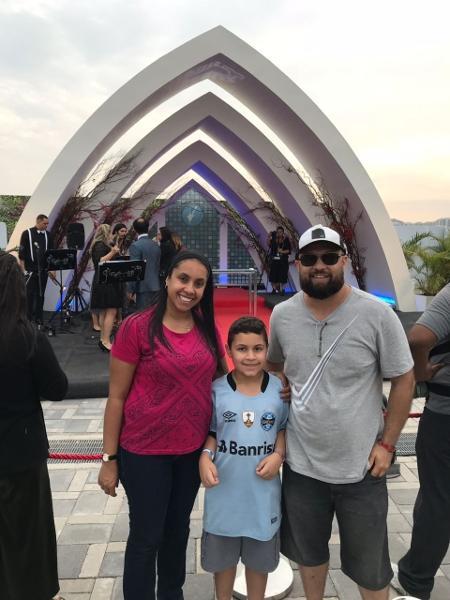 Com o filho miguel, Raquel e Gabriel renovam os votos de casados no Rock in Rio  - Felipe Branco Cruz/UOL