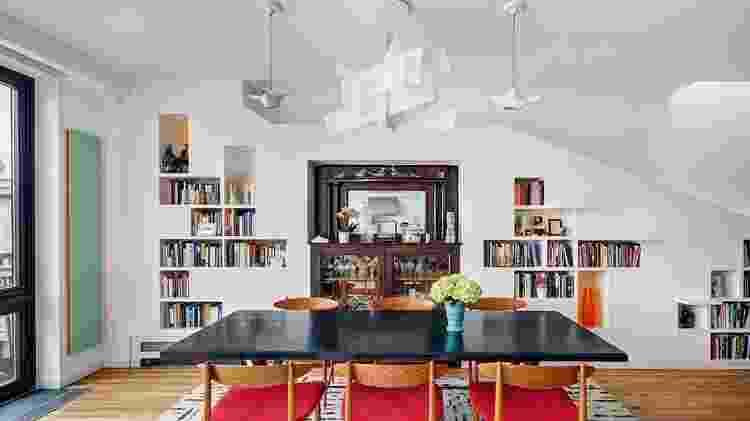 Casa para livros e gatos - Francis Dzikowski/OTTO - Francis Dzikowski/OTTO