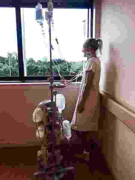 Com quase 40% do corpo queimado, Adriana passou um mês e meio internada e teve oito cirurgias - Reprodução/ Instagram @adrianarclua - Reprodução/ Instagram @adrianarclua
