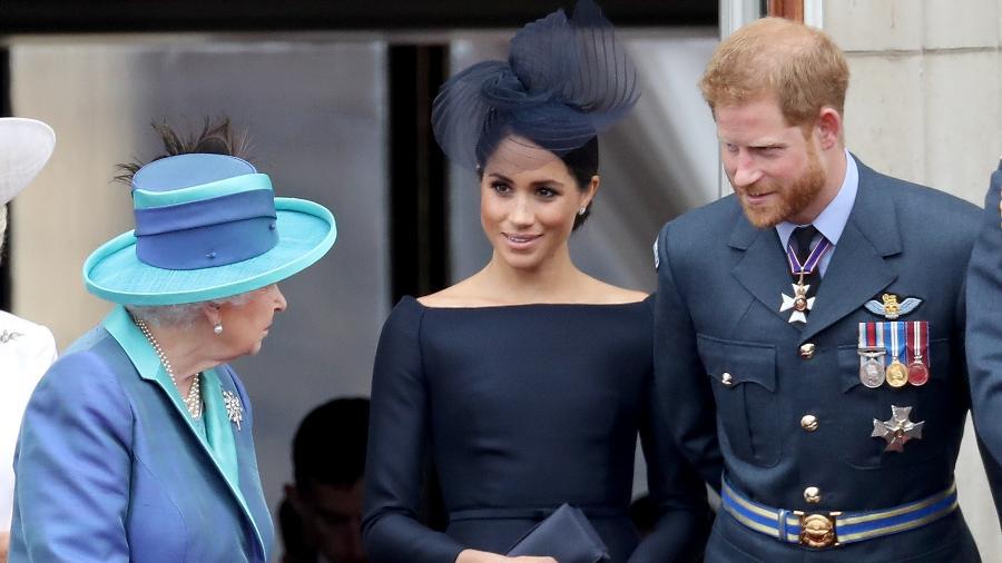 A rainha Elizabeth, Meghan, a duquesa de Sussex e o príncipe Harry durante o evento de comemoração do centenário da Força Aérea Britânica - Getty Images