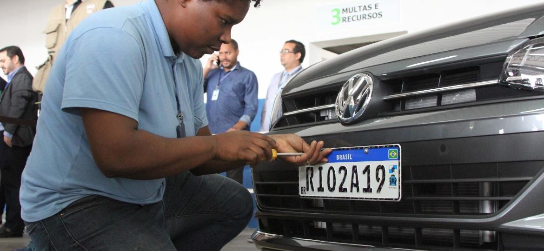 Rio de Janeiro começou instalação de novas placas em setembro deste ano - Dikran Junior/Futura Press/Folha