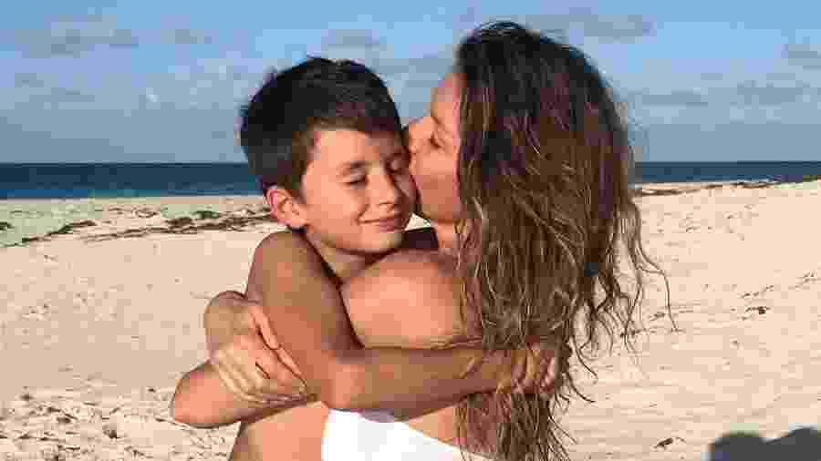 Gisele Bündchen abraço o filho, Benjamin - Reprodução/Instagram