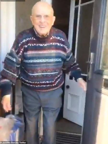 Reação fofa de avô viralizou no Twitter  - Reprodução/Twitter