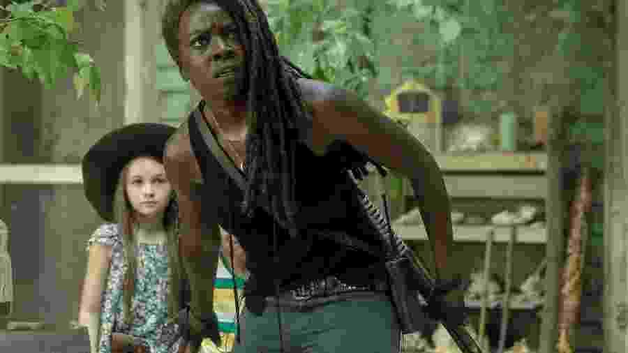 Michonne (Danai Gurira) e Judith (Cailey Fleming) em The Walking Dead - JACKSON LEE DAVIS/AMC