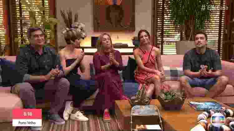 Apresentadores do É de Casa homenageiam Gugu com aplausos - Reprodução/Globo