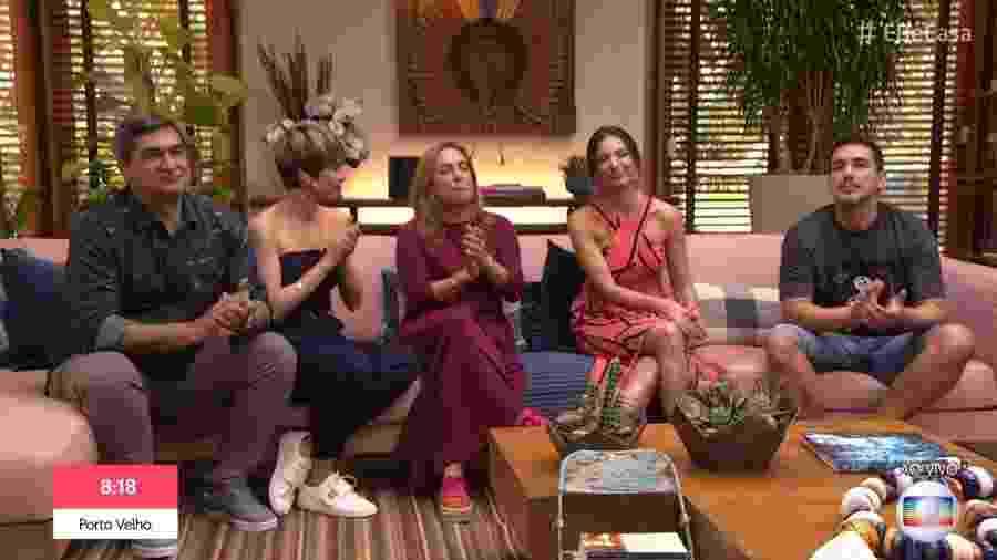 Os apresentadores do É de Casa aplaudiram Gugu Liberato durante o programa deste sábado - Reprodução/Globo