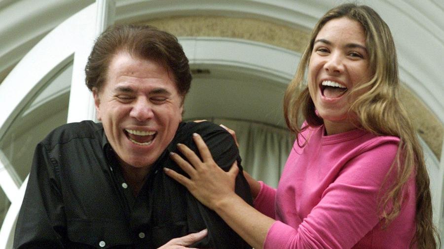 Silvio Santos e Patricia Abravanel concedem entrevista na sacada da casa após o sequestro, em 2001 - Paulo Whitaker/Reuters