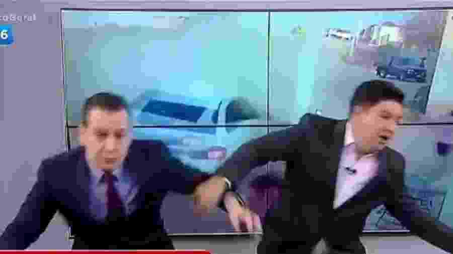 Apresentadores da Record se assustam com vídeo de acidente de carro  - Reprodução