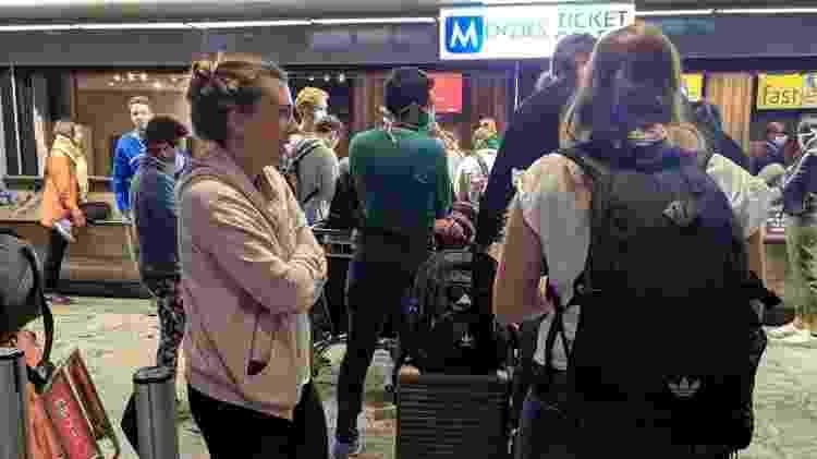 Passageiros aguardam respostas em Aeroporto de Johanesburgo - Reprodução/Whatsapp - Reprodução/Whatsapp
