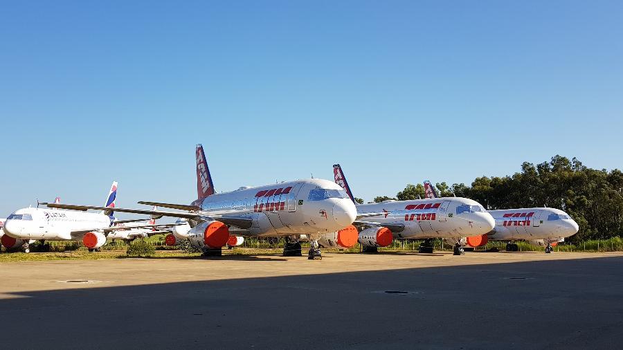 Aeronaves da Latam com as turbinas cobertas - Divulgação