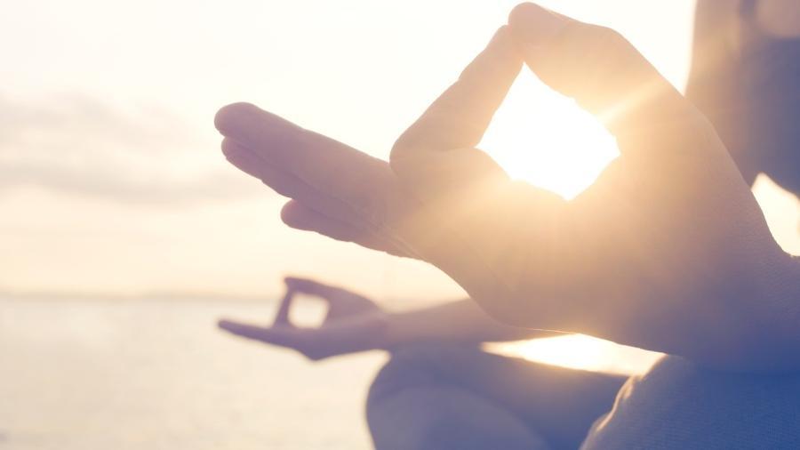 Me propus a fazer três meditações guiadas no app Insight Timer para comer, rezar e amar - fcscafeine/Getty Images/iStockphoto