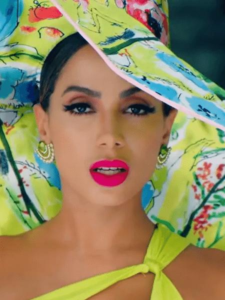 """Anitta no clipe de """"Me Gusta"""", parceria com Cardi B e Myke Towers - Reprodução/YouTube"""