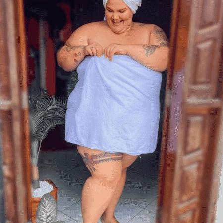 Thais Carla comemorou toalha que inclui pessoas gordas em um post no Instagram - Reprodução/Instagram/@thaiscarla