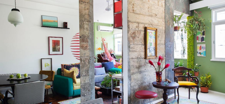 No apartamento carioca, as paredes foram demolidas para aumentar a sensação de amplitude - Divulgação/Juliano Colodeti/@mca_estudio