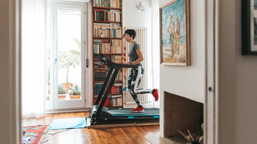 Esteira elétrica é uma ótima opção para manter a rotina de exercícios em casa - Getty Images