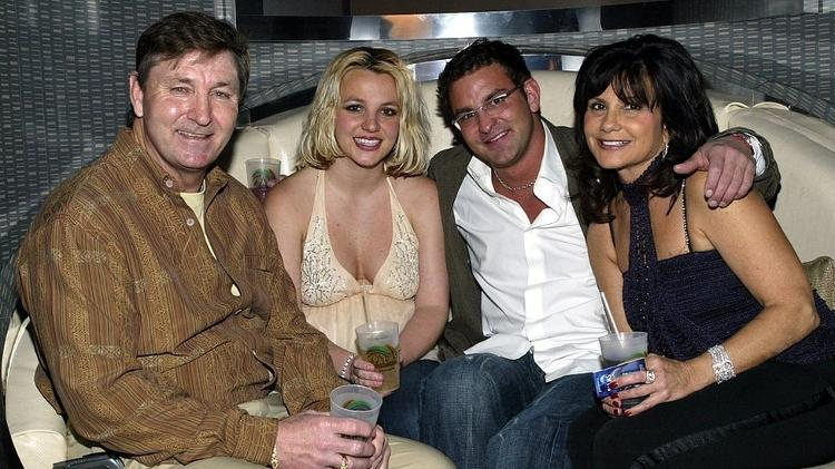 Britney with her parents and her brother Bryan in 2006 - Chris Farina / Getty Images - Chris Farina / Getty Images