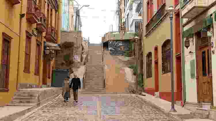 Escadarias e vielas do Cerro Concepcion, em Valparaíso - Sergio Crusco/UOL - Sergio Crusco/UOL