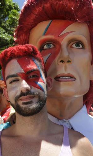 6.fev.2016 - Folião se veste como David Bowie para curtir o bloco Bumba Meu Bowie no Carnaval de Olinda (PE).