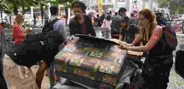 25.jul.2016 - Manifestantes deixam o Palácio Capanema, prédio do Ministério da Cultura (MinC), no Rio de Janeiro, nesta segunda-feira - José Lucena/Futura Press/Estadão Conteúdo