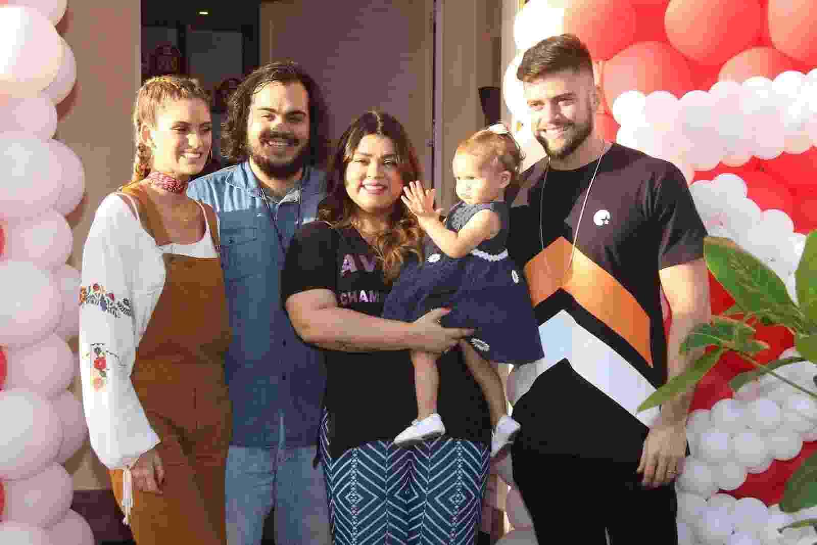 27.nov.2016 - Preta Gil recebe amigos famosos no aniversário de um ano da neta, Sol de Maria, filha de Francisco e a nora, Laura Fernandez - Thyago Andrade/Brazil News