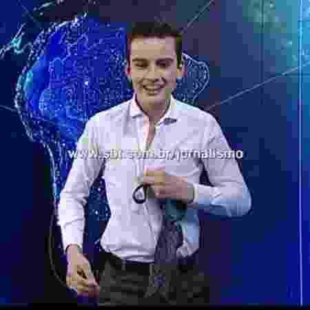 """Dudu Camargo ensaia striptease no """"SBT Notícias"""" - Reprodução - Reprodução"""