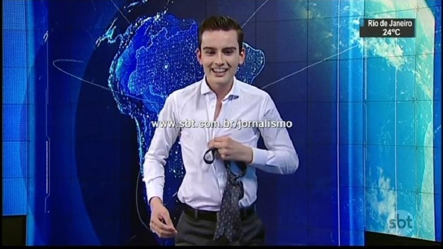 """Dudu Camargo faz striptease no """"SBT Notícias"""" - Reprodução"""