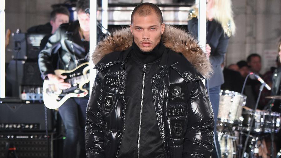 Jeremy Meeks desfilando para o estilista  Philipp Plein, na Semana de Moda de Nova York - Getty Images