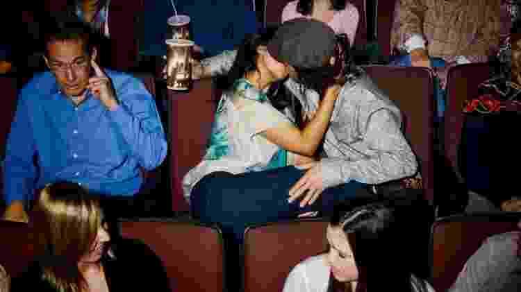 Beijando no cinema - Reprodução - Reprodução