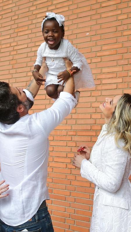 Bruno Gagliasso e Giovanna Ewbank durante o batizado de Titi - Manuela Scarpa/Brazil News