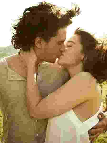 Kit Harrington e Emilia Clarke em ensaio de 2012 - Reprodução/Rolling Stone