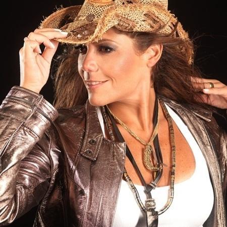 Beth Guzzo como cantora sertaneja - Divulgação