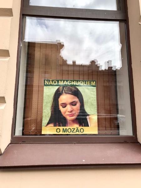 Brasileiros espalham cartazes de Bruna Marquezine na Rússia - Reprodução/Twitter/Rodrigo_lois