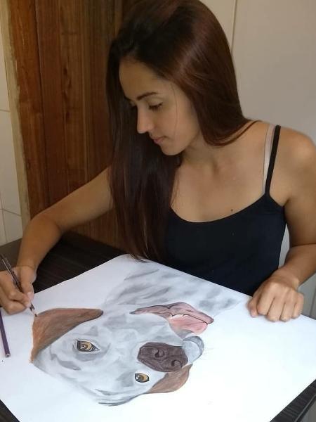 A mineira Priscila Souza diz que nunca estudou desenho e faz tudo à mão livre - Arquivo pessoal