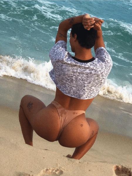 Pabllo Vittar ousa em foto na praia - Reprodução/Instagram