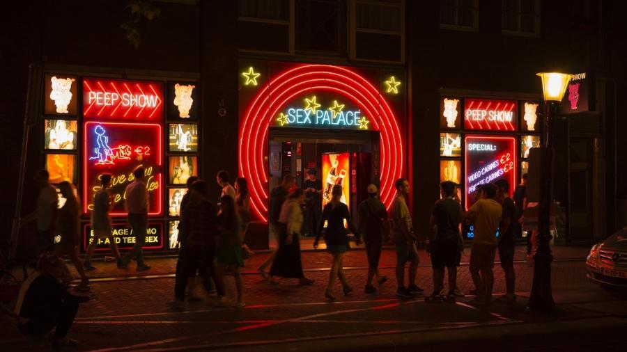 """O distrito """"Red Light"""" em Amsterdam, na Holanda, conhecido pelas casas de prostituição - Getty Images"""