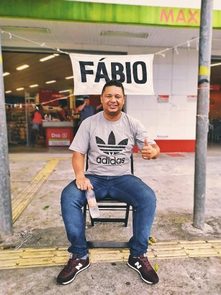 """Irritado, Fábio foi colocado em um """"banquinho da paciência"""" do outro lado da rua do restaurante. Punição foi imposta por Jacquin - Marcos Candido/UOL"""