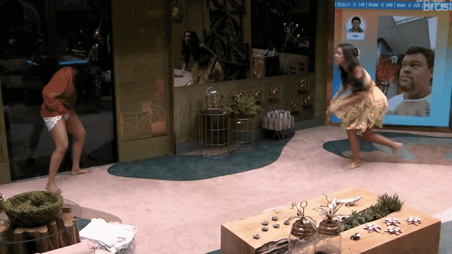 Flayslane faz xixi na sala da casa após festa - Reprodução/Globoplay