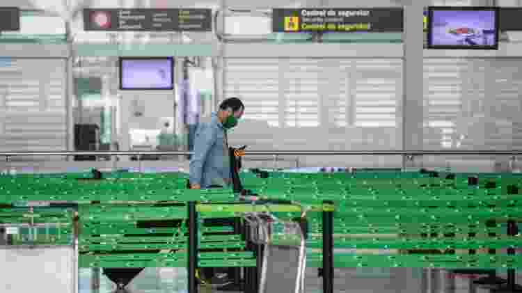 Área de controle de passageiros do aeroporto de Barcelona sem filas - Getty Images - Getty Images