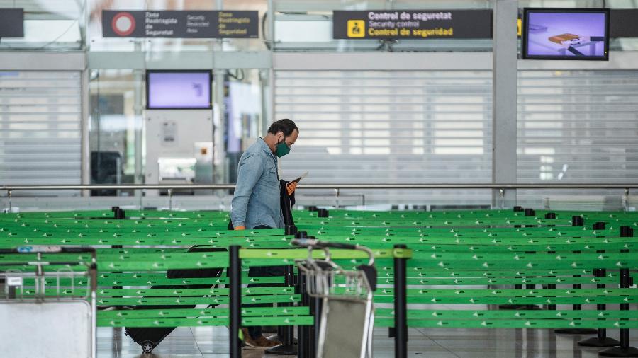 Porta-voz da OMS pediu também que os passageiros não deixem de usar máscara nos aviões - Getty Images
