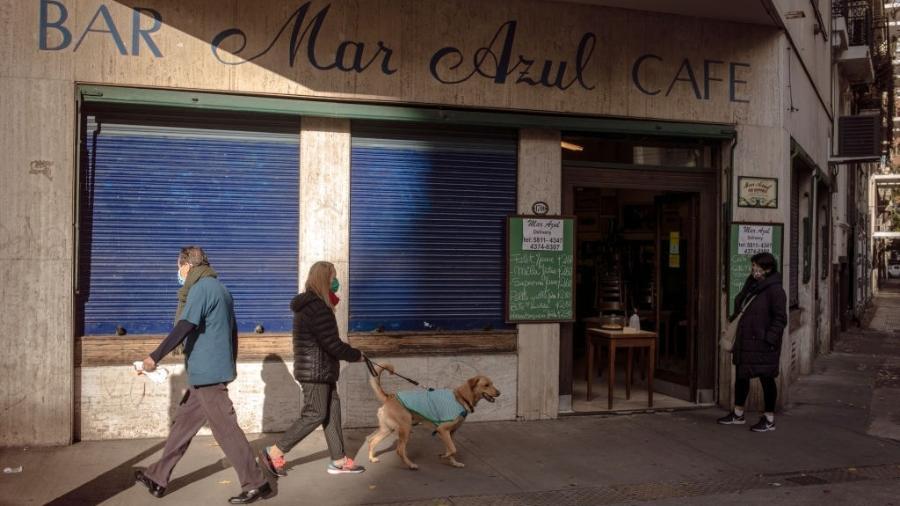A crise econômica argentina, agravada pela pandemia do coronavírus, atingiu também os restaurantes de Buenos Aires - Getty Images