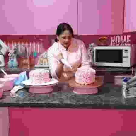 damares em live decorando bolo - Reprodução/Instagram - Reprodução/Instagram