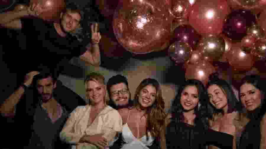 Aglomerados e sem máscaras: Marcela Mc Gowan comemorou o seu aniversário de 32 anos nesta quarta-feira (25) ao lado de familiares, amigos e ex-BBBs