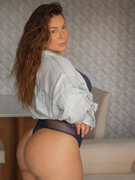Cacau Macedo surge de lingerie e fala sobre autoaceitação - Imagem: Reprodução/Instagram@claudiiaoficial