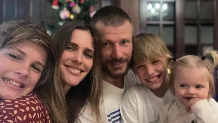 Fernanda Lima e Rodrigo Hilbert acompanhados dos filhos Francisco, João e Maria - Reprodução/Instagram @fernandalimaoficial