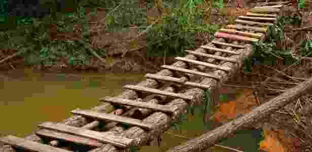 Ponto à la Indiana Jones conecta o turista com a Cachoeira do Jamil - Danilo Valentini/UOL