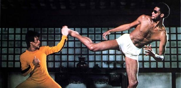"""Bruce Lee em cena de """"O Jogo da Morte"""" (1972) - Divulgação"""