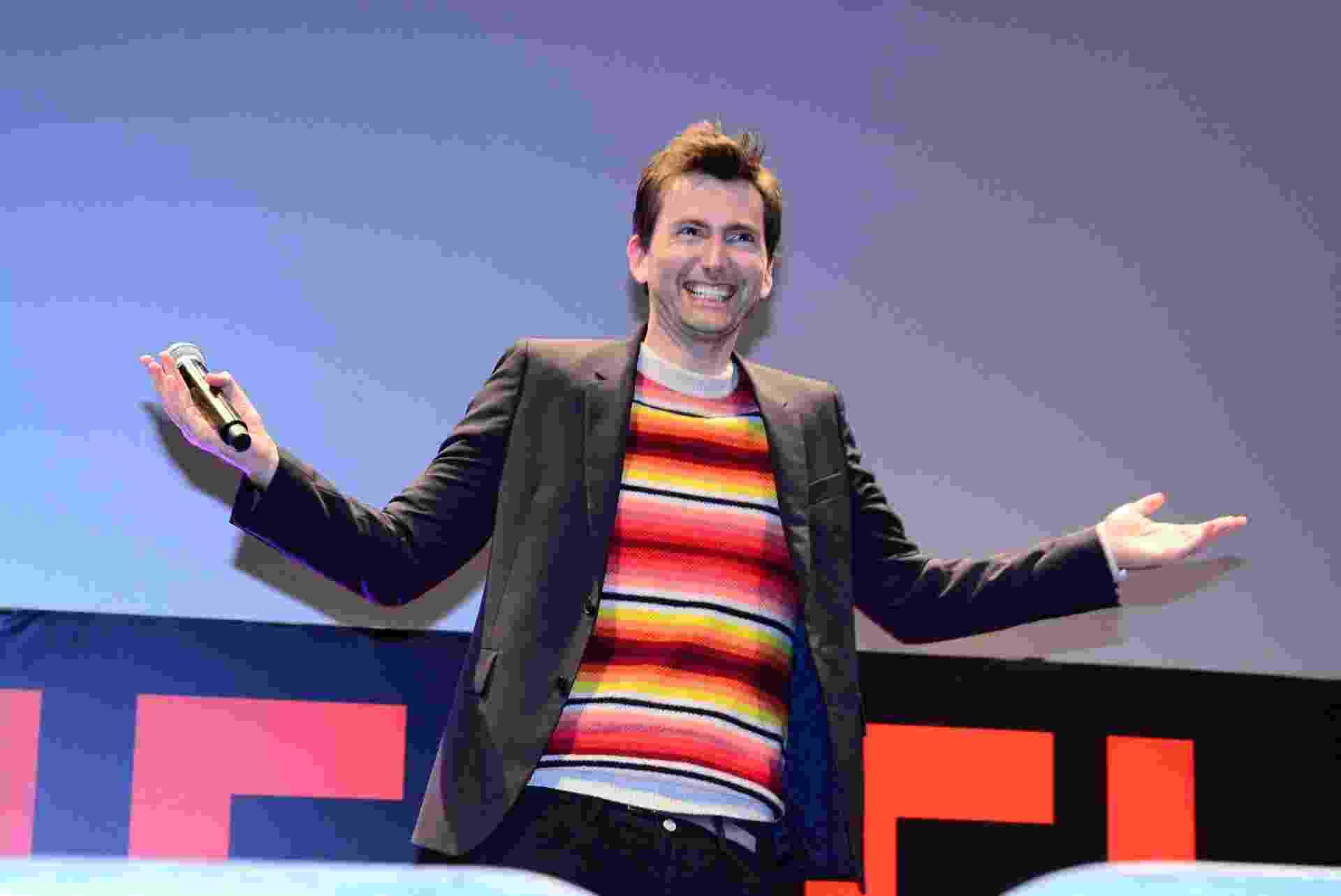 """4.dez.2015 - David Tennant, do seriado """"Jessica Jones"""", bate papo com fãs durante a Comic Con Experience, em São Paulo - Leo Franco/AgNews"""