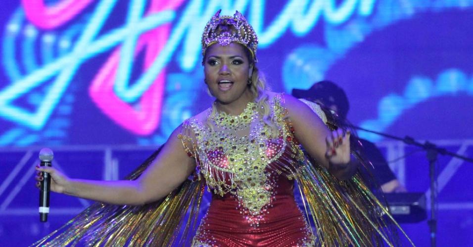 7.fev.2016 - Gaby Amarantos canta no palco do Marco Zero no Recife