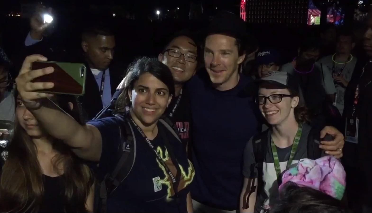 22.jul.2016 - O ator britânico Benedict Cumberbatch aparece de surpresa na San Diego Comic-Con 2016 e faz a festa dos fãs. O ator deve participar do painel do