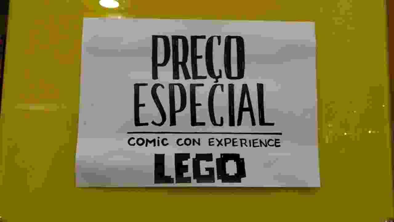 4.dez.2016 - No último dia de CCXP 2016 (Comic Con Experience), em São Paulo, lojas liquidam produtos - Renata Nogueira/UOL